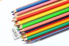 Färgblyertspennor och sharpener Royaltyfri Foto