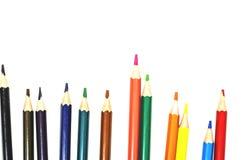 Färgblyertspennor på isolerad vit bakgrund arkivfoton