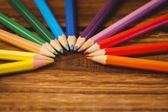 Färgblyertspennor på skrivbordet i cirkelform Fotografering för Bildbyråer