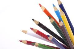 Färgblyertspennor på vit bakgrund Arkivfoton