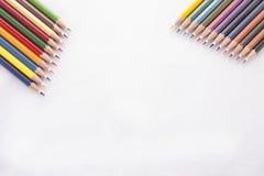 Färgblyertspennor på vit bakgrund royaltyfria foton