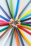 Färgblyertspennor som isoleras på det vita bakgrundsslutet upp Royaltyfria Bilder