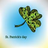 Färgbroschyrväxt av släktet Trifolium, på Sts Patrick dag för Etnisk bohemisk bakgrund med det lyckliga ordet dekorativ tappning vektor illustrationer