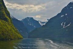Färger av en norsk fjord royaltyfri fotografi