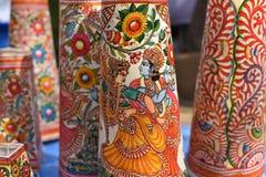 Färger av Indien, färgrika tryck av indiska gudar som garneringlampor Royaltyfri Bild