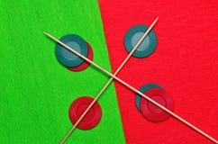 Färger och pinnar Arkivbild