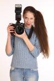 färger verkställer den låga fotografen genomdränkte kvinnan Fotografering för Bildbyråer