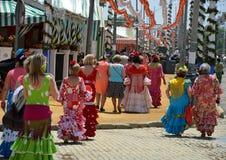 Färgerna av flamencoklänningar och traditionella spanska festivaler fotografering för bildbyråer