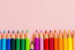 Färgfärgpennor likställer olika beställning en lågt Fotografering för Bildbyråer