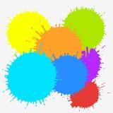 Färgfärgpulverfläckar som isoleras på vit bakgrund Färgrik vektorillustration av målarfärgfärgstänk Mångfärgade färgstänkbestånds stock illustrationer