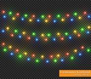 Färggirland, festliga garneringar Glödande julljus som isoleras på genomskinlig bakgrund Arkivfoton