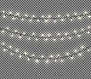 Färggirland, festliga garneringar Glödande julljus som isoleras på genomskinlig bakgrund Royaltyfria Foton