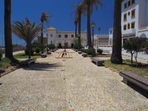 Färgglad belagd med tegel placering på slotten av Tarifa Royaltyfri Bild