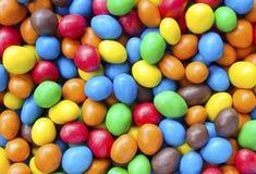 Färgglad choklad - bestrukna sötsaker Fotografering för Bildbyråer