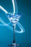 Färgglad coctail på den blåa bakgrunden royaltyfria foton