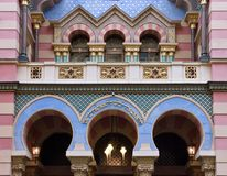 färgglad facadejubileesynagoga Arkivfoton