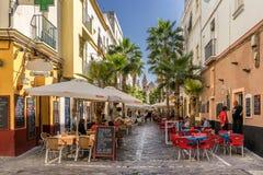 Färgglad gata i staden av Cadiz Arkivfoto