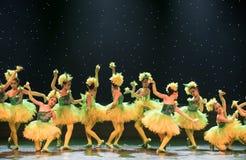Färgglad-guling fågelungar - barndans Arkivbilder