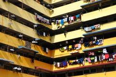 Färgglad hängande tvätteri arkivbilder