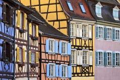 Färgglad halva timrade hus, Colmar, Alsace Arkivfoton