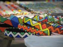 Färgglad hand tillverkade Zulu Jewellery i Durban Sydafrika royaltyfria foton