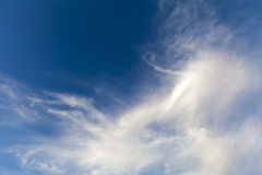 Färgglad ljus bakgrund för himmelblått Arkivbilder