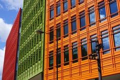 Färgglad modern byggnadsfasad, London, UK Arkivfoton