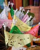 Färgglad pappers- flagga med perforerad design Royaltyfri Fotografi