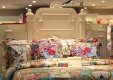 Färgglad säng Fotografering för Bildbyråer