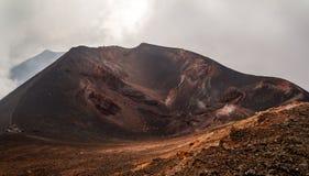 Färgglad sidokrater av Mount Etna Arkivbilder