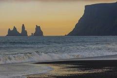 Färgglad sky - skönhetsolnedgång. Vik Island. royaltyfri bild