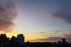 Färgglad soluppgånghimmel royaltyfri fotografi