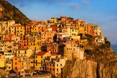 Färgglad textur av den Manarola staden av Cinque Terre Arkivfoto