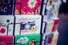 Färgglad vykort på gatan i Berlin/Tyskland Arkivfoto