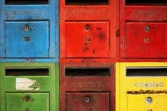 färgglada brevlådor royaltyfri bild