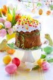 färgglada easter för cake ägg Arkivfoto