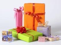 färgglada gåvor Arkivfoto