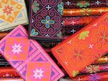 färgglada handväskor Arkivbilder