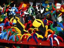 färgglada hattar för karneval Arkivfoton