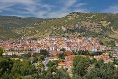 Färgglada hus av Bosa (Sardinia) Arkivfoton