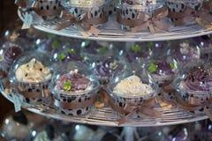 Färgglada muffiner på cakestand Royaltyfria Bilder