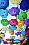 färgglada paraplyer Arkivfoton