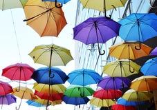 färgglada paraplyer Arkivbilder