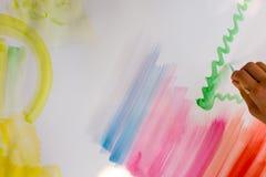 Färgglade borsteslaglängder på en vitbok, akvarellteckning Fotografering för Bildbyråer