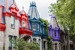 Färgglade byggnader i Montreal Arkivfoto