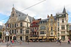 Färgglade byggnader i Sint-Baafsplein ghent _ royaltyfri foto