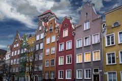 Färgglade byggnadsfasader i Gdansk den gamla staden i Polen Arkivbild