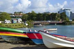 Färgglade fartyg i Castries, Saint Lucia som är karibisk Royaltyfri Foto