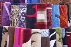 Färgglade filtar och mattor Royaltyfri Bild