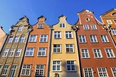 Färgglade gamla byggnader i stad av Gdansk, Polen Arkivfoto
